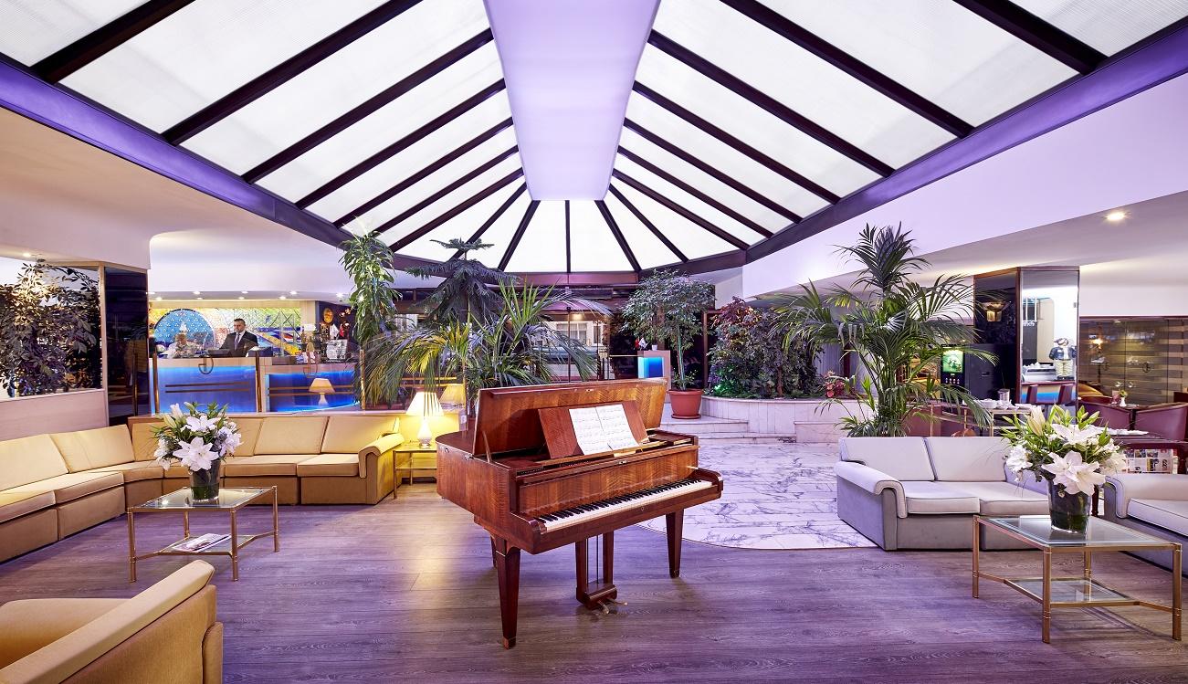 Gunes Hotel Lobby